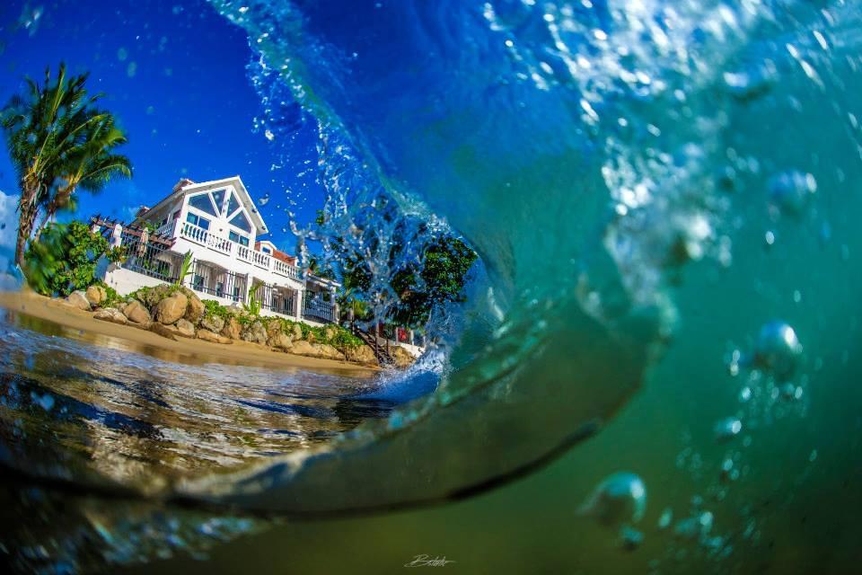 Ocean view of Tres Sirenas waves